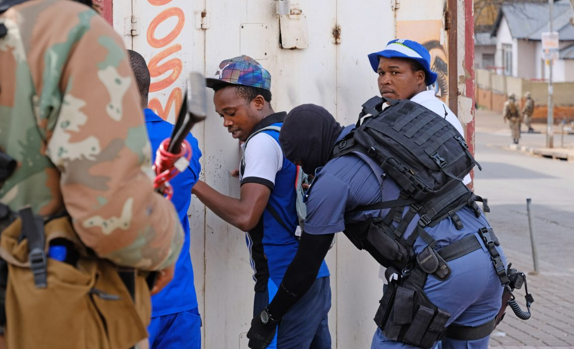 SAPS and SANDF patrol to enforce lockdown in Yeoville